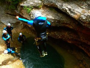 Descenso-barranco-Formiga-Barranquismo-Sierra-de-Guara-Guías-de-Barrancos-Canyoning-Canyon-Guides-Mendi-eta-arroila-gidariak-Arroila-jeitsiera-19