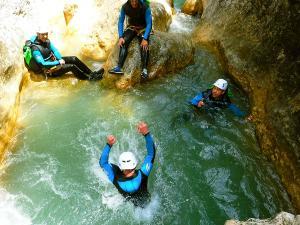 Descenso-barranco-Formiga-Barranquismo-Sierra-de-Guara-Guías-de-Barrancos-Canyoning-Canyon-Guides-Mendi-eta-arroila-gidariak-Arroila-jeitsiera-24