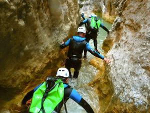 Descenso-barranco-Formiga-Barranquismo-Sierra-de-Guara-Guías-de-Barrancos-Canyoning-Canyon-Guides-Mendi-eta-arroila-gidariak-Arroila-jeitsiera-25