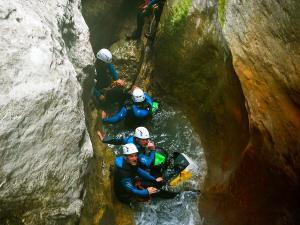 Descenso-barranco-Formiga-Barranquismo-Sierra-de-Guara-Guías-de-Barrancos-Canyoning-Canyon-Guides-Mendi-eta-arroila-gidariak-Arroila-jeitsiera-27