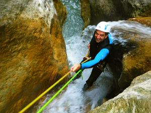 Descenso-barranco-Formiga-Barranquismo-Sierra-de-Guara-Guías-de-Barrancos-Canyoning-Canyon-Guides-Mendi-eta-arroila-gidariak-Arroila-jeitsiera-29