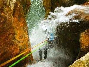 Descenso-barranco-Formiga-Barranquismo-Sierra-de-Guara-Guías-de-Barrancos-Canyoning-Canyon-Guides-Mendi-eta-arroila-gidariak-Arroila-jeitsiera-30