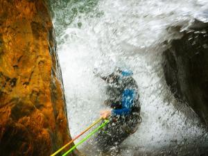 Descenso-barranco-Formiga-Barranquismo-Sierra-de-Guara-Guías-de-Barrancos-Canyoning-Canyon-Guides-Mendi-eta-arroila-gidariak-Arroila-jeitsiera-31