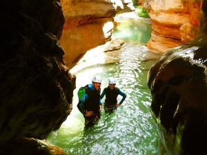 Descenso-barranco-Formiga-Barranquismo-Sierra-de-Guara-Guías-de-Barrancos-Canyoning-Canyon-Guides-Mendi-eta-arroila-gidariak-Arroila-jeitsiera-4