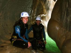Descenso-barranco-Formiga-Barranquismo-Sierra-de-Guara-Guías-de-Barrancos-Canyoning-Canyon-Guides-Mendi-eta-arroila-gidariak-Arroila-jeitsiera-5