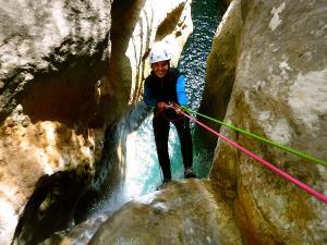 Descenso-barranco-Formiga-Barranquismo-Sierra-de-Guara-Guías-de-Barrancos-Canyoning-Canyon-Guides-Mendi-eta-arroila-gidariak-Arroila-jeitsiera-6