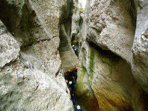 Descenso-barranco-Formiga-Barranquismo-Sierra-de-Guara-Guías-de-Barrancos-Canyoning-Canyon-Guides-Mendi-eta-arroila-gidariak-Arroila-jeitsiera-9
