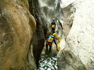 Descenso-barranco-Fornocal-Barranquismo-Sierra-de-Guara-Guías-de-Barrancos-Canyoning-Canyon-Guides-Mendi-eta-arroila-gidariak-Arroila-jeitsiera-11
