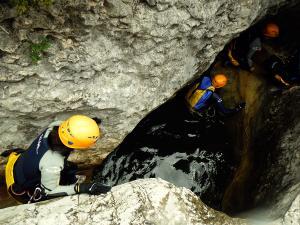 Descenso-barranco-Fornocal-Barranquismo-Sierra-de-Guara-Guías-de-Barrancos-Canyoning-Canyon-Guides-Mendi-eta-arroila-gidariak-Arroila-jeitsiera-12
