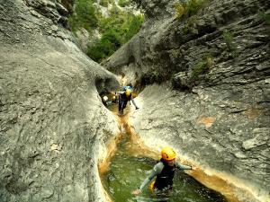 Descenso-barranco-Fornocal-Barranquismo-Sierra-de-Guara-Guías-de-Barrancos-Canyoning-Canyon-Guides-Mendi-eta-arroila-gidariak-Arroila-jeitsiera-14