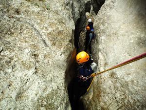 Descenso-barranco-Fornocal-Barranquismo-Sierra-de-Guara-Guías-de-Barrancos-Canyoning-Canyon-Guides-Mendi-eta-arroila-gidariak-Arroila-jeitsiera-16