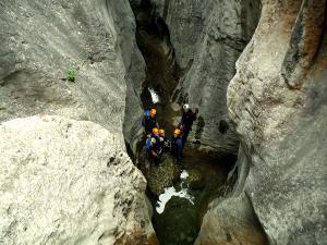 Descenso-barranco-Fornocal-Barranquismo-Sierra-de-Guara-Guías-de-Barrancos-Canyoning-Canyon-Guides-Mendi-eta-arroila-gidariak-Arroila-jeitsiera-17