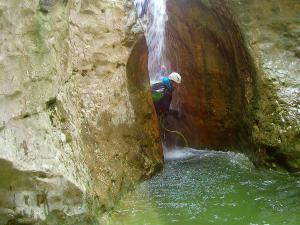 Descenso-barranco-Fornocal-Barranquismo-Sierra-de-Guara-Guías-de-Barrancos-Canyoning-Canyon-Guides-Mendi-eta-arroila-gidariak-Arroila-jeitsiera-30