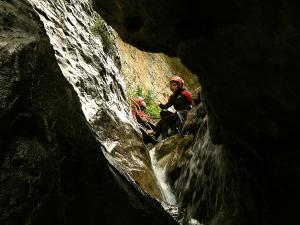 Descenso-barranco-Fornocal-Barranquismo-Sierra-de-Guara-Guías-de-Barrancos-Canyoning-Canyon-Guides-Mendi-eta-arroila-gidariak-Arroila-jeitsiera-5