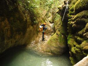 Descenso-barranco-Fornocal-Barranquismo-Sierra-de-Guara-Guías-de-Barrancos-Canyoning-Canyon-Guides-Mendi-eta-arroila-gidariak-Arroila-jeitsiera-7