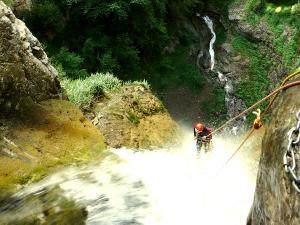 Barranco-Foz-de-la-Canal-Barranquismo-en-Sobrarbe-Ordesa-Bujaruelo-Aínsa-Canyoning-Guías-de-Barrancos-Canyon-Guides-12
