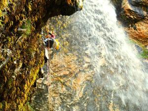 Barranco-Foz-de-la-Canal-Barranquismo-en-Sobrarbe-Ordesa-Bujaruelo-Aínsa-Canyoning-Guías-de-Barrancos-Canyon-Guides-23