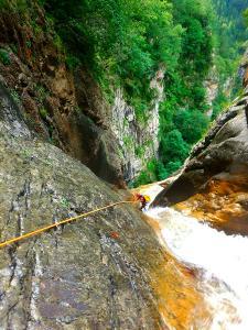 Barranco-Foz-de-la-Canal-Barranquismo-en-Sobrarbe-Ordesa-Bujaruelo-Aínsa-Canyoning-Guías-de-Barrancos-Canyon-Guides-8