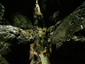 Garganta-GLOCES-Barranquismo-en-Sobrarbe-Ordesa-Bujaruelo-Aínsa-Canyoning-Guías-de-Barrancos-Canyon-Guides-10