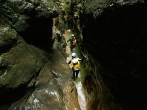 Garganta-GLOCES-Barranquismo-en-Sobrarbe-Ordesa-Bujaruelo-Aínsa-Canyoning-Guías-de-Barrancos-Canyon-Guides-11