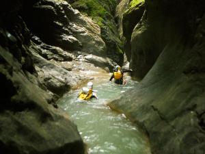 Garganta-GLOCES-Barranquismo-en-Sobrarbe-Ordesa-Bujaruelo-Aínsa-Canyoning-Guías-de-Barrancos-Canyon-Guides-16