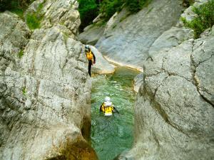 Garganta-GLOCES-Barranquismo-en-Sobrarbe-Ordesa-Bujaruelo-Aínsa-Canyoning-Guías-de-Barrancos-Canyon-Guides-18