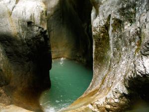 Garganta-GLOCES-Barranquismo-en-Sobrarbe-Ordesa-Bujaruelo-Aínsa-Canyoning-Guías-de-Barrancos-Canyon-Guides-5