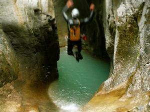 Garganta-GLOCES-Barranquismo-en-Sobrarbe-Ordesa-Bujaruelo-Aínsa-Canyoning-Guías-de-Barrancos-Canyon-Guides-6