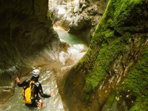 Garganta-GLOCES-Barranquismo-en-Sobrarbe-Ordesa-Bujaruelo-Aínsa-Canyoning-Guías-de-Barrancos-Canyon-Guides-7