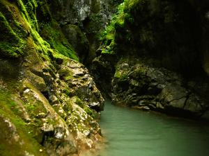 Garganta-GLOCES-Barranquismo-en-Sobrarbe-Ordesa-Bujaruelo-Aínsa-Canyoning-Guías-de-Barrancos-Canyon-Guides-8