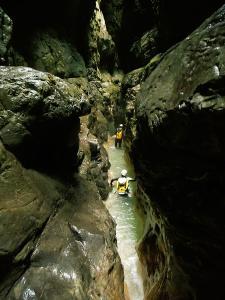 Garganta-GLOCES-Barranquismo-en-Sobrarbe-Ordesa-Bujaruelo-Aínsa-Canyoning-Guías-de-Barrancos-Canyon-Guides-9