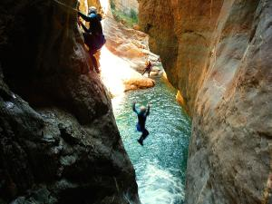 Gorgol-Barranquismo-Valle-de-Tena-Valle-de-Ossau-Descenso-de-cañones-barranquismo-valle-de-hecho-guías-de-montaña-y-barrancos-Mountain-and-canyon-guides-canyoning-Lurra-adventure-11