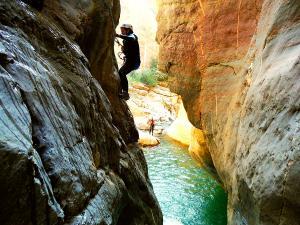 Gorgol-Barranquismo-Valle-de-Tena-Valle-de-Ossau-Descenso-de-cañones-barranquismo-valle-de-hecho-guías-de-montaña-y-barrancos-Mountain-and-canyon-guides-canyoning-Lurra-adventure-12
