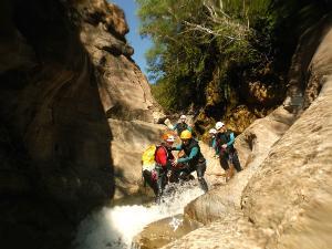 Gorgol-Barranquismo-Valle-de-Tena-Valle-de-Ossau-Descenso-de-cañones-barranquismo-valle-de-hecho-guías-de-montaña-y-barrancos-Mountain-and-canyon-guides-canyoning-Lurra-adventure-2