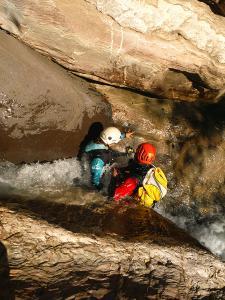 Gorgol-Barranquismo-Valle-de-Tena-Valle-de-Ossau-Descenso-de-cañones-barranquismo-valle-de-hecho-guías-de-montaña-y-barrancos-Mountain-and-canyon-guides-canyoning-Lurra-adventure-3