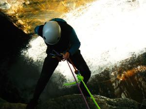 Gorgol-Barranquismo-Valle-de-Tena-Valle-de-Ossau-Descenso-de-cañones-barranquismo-valle-de-hecho-guías-de-montaña-y-barrancos-Mountain-and-canyon-guides-canyoning-Lurra-adventure-5