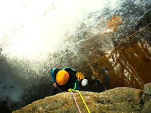 Gorgol-Barranquismo-Valle-de-Tena-Valle-de-Ossau-Descenso-de-cañones-barranquismo-valle-de-hecho-guías-de-montaña-y-barrancos-Mountain-and-canyon-guides-canyoning-Lurra-adventure-7