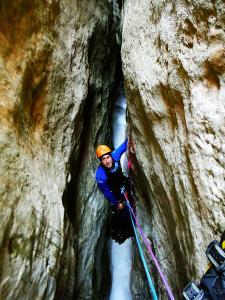 Descenso-barranco-Formiga-y-Gorgonchon-Barranquismo-Sierra-de-Guara-Guías-de-Barrancos-Canyoning-Canyon-Guides-Mendi-eta-arroila-gidariak-Arroila-jeitsiera-1