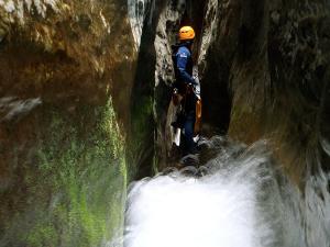 Descenso-barranco-Formiga-y-Gorgonchon-Barranquismo-Sierra-de-Guara-Guías-de-Barrancos-Canyoning-Canyon-Guides-Mendi-eta-arroila-gidariak-Arroila-jeitsiera-12