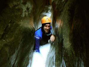 Descenso-barranco-Formiga-y-Gorgonchon-Barranquismo-Sierra-de-Guara-Guías-de-Barrancos-Canyoning-Canyon-Guides-Mendi-eta-arroila-gidariak-Arroila-jeitsiera-2