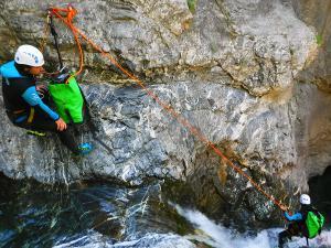 Curso de Iniciacion al Barranquismo. Curso de descenso de cañones, iniciacion. Guias profesionales de barrancos. Euskadi, Pais Vasco, Navarra, Pirineos-40
