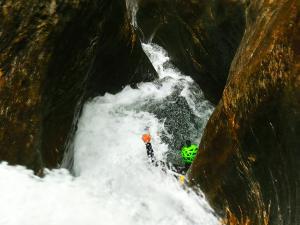Barranquismo-Descenso-de-cañones-iniciación-canyoning-Barranco-Jordan-Navarra-Euskal-Herria-11