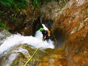 Barranquismo-Descenso-de-cañones-iniciación-canyoning-Barranco-Jordan-Navarra-Euskal-Herria-8