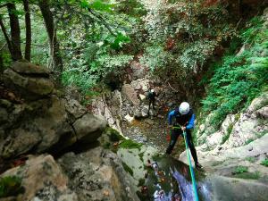 Barranquismo-en-Navarra-Descenso-de-cañones-canyoning-Barranco-Jordan-Arrako-Navarra-Euskal-Herria-Guías-de-barrancos-Canyon-guides-26