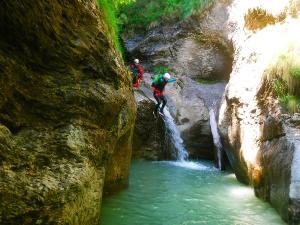 Barranquismo-en-Navarra-Descenso-de-cañones-canyoning-Barranco-Jordan-Arrako-Navarra-Euskal-Herria-Guías-de-barrancos-Canyon-guides-7