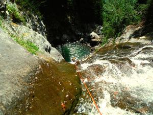 Barranco-Lapazosa-Barranquismo-en-Sobrarbe-Ordesa-Bujaruelo-Aínsa-Canyoning-Guías-de-Barrancos-Canyon-Guides-2