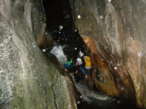 Barranquismo-Descenso-de-cañones-iniciación-canyoning-Descenso-de-la-Leze-Euskadi-Pais-Vasco-Basque-Contry-Cueva-de-la-leze-descenso-de-la-leze-48