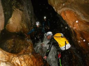 Barranquismo-Descenso-de-cañones-iniciación-canyoning-Descenso-de-la-Leze-Euskadi-Pais-Vasco-Basque-Contry-Cueva-de-la-leze-descenso-de-la-leze-49