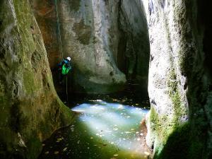 Barranquismo-en-Navarra-Descenso-de-cañones-iniciación-canyoning-Barranco-Lizebar-Pais-Vasco-Euskadi-Euskal-Herria-Turismo-activo-pais-vasco-y-navarra-79