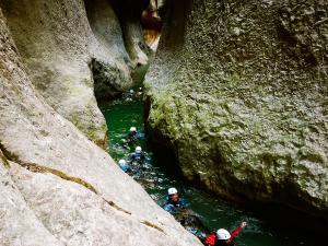 Descenso-barranco-Mascun-Superior-Barranquismo-Sierra-de-Guara-Guías-de-Barrancos-Canyoning-Canyon-Guides-Mendi-eta-arroila-gidariak-Arroila-jeitsiera-19